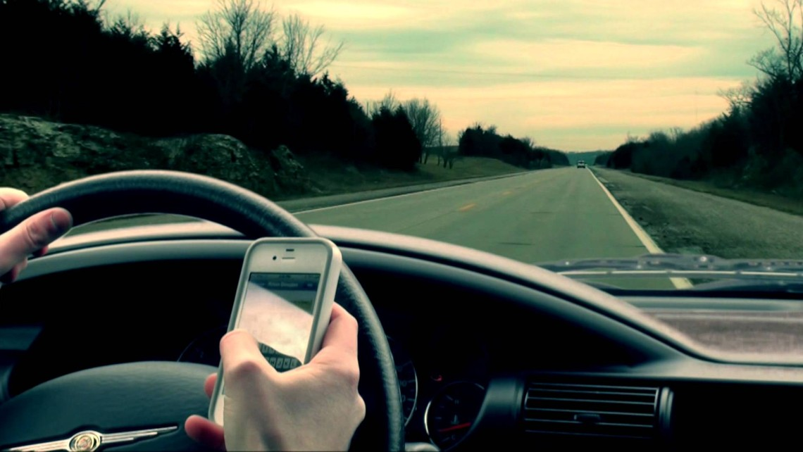 why is texting while driving dangerous essay